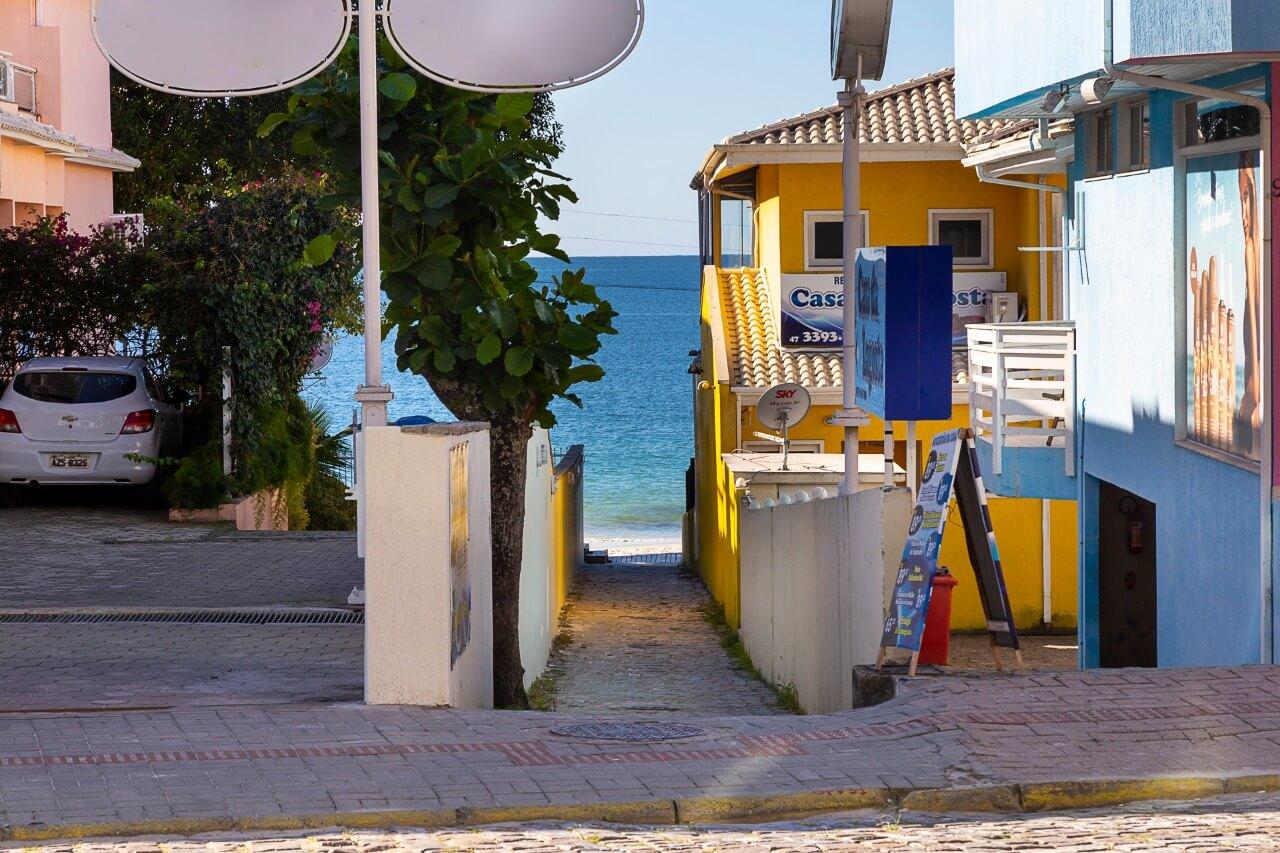Saída direta à praia de Centro Bombinhas